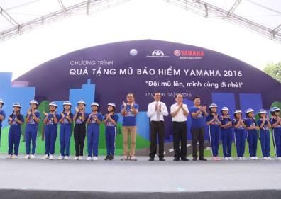 Yamaha Motor Việt Nam trao tặng 22.000 mũ bảo hiểm cho trẻ em Việt